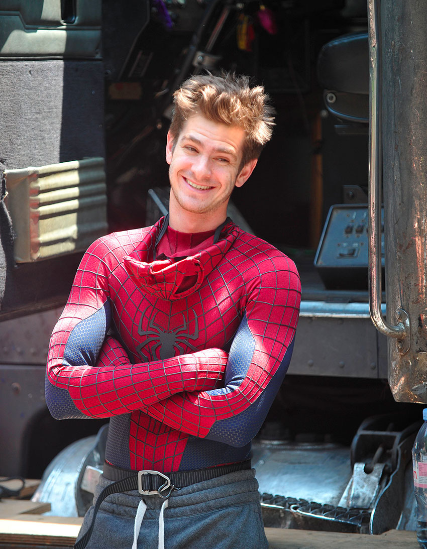 Andrew-Garfield-lounged-sweatpants-between-shooting-scenes-NYC
